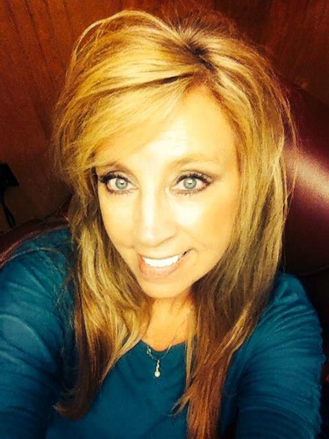 Melanie Starnes : Retail Store Manager